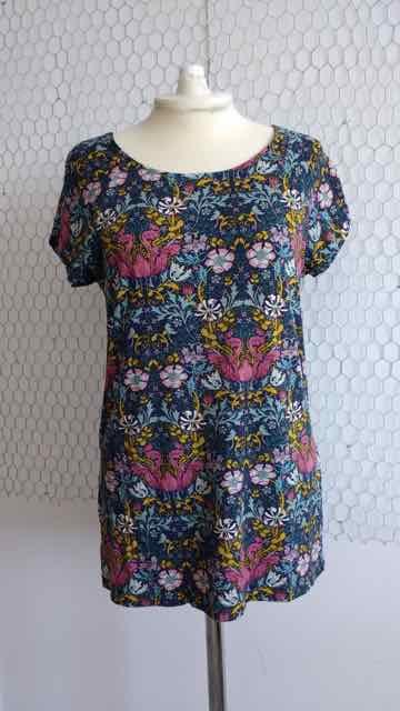 Raglan-Sleeve T-shirt